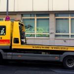 ADAC Abschleppwagen vor Parkverbotsschild in Aachen