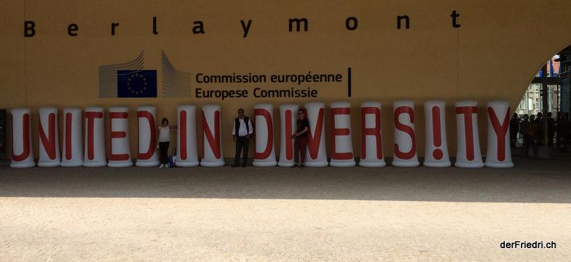 Vor dem Gebäude der Europäischen Kommission.